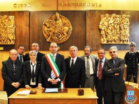La Giunta del Comune di Manfredonia dopo le votazioni del 2010 (image Comune-Mf) 26.04.2010