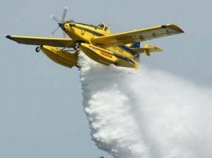 Fire boss durante fase di spegnimento incendi (archivio, fonte image: birgi.it)