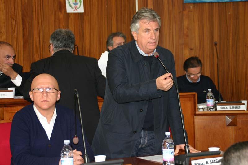In primo piano il consigliere regionale G.Epifani (Ph: aprilcc@)