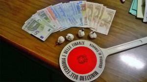 La droga e il denaro sequestrato (St)