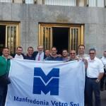 Alcuni lavoratori della Sangalli Vetro Manfredonia con Emiliano a Bari (facebook)