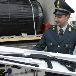 "Trieste, ""sequestrati 800 fucili a pompa diretti in Turchia"""