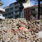 vandali imbrattono monumenti