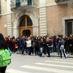 studenti-protestano-in-prefettura1