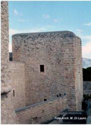 Fig. 4 Torre del Monaco L'unica rimasta integra dell'impianto originario del castello e non soggetta a ristrutturazioni