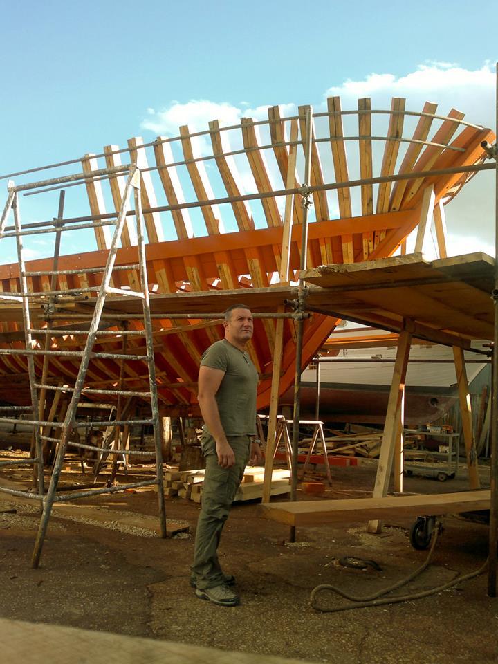 """Manfredonia, """"Building of a boat"""" (di Francesco Colletta – Foto) Si evidenzia la tecnica punica della calafatura"""