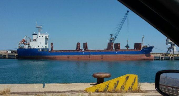 """Manfredonia. Capitaneria a Stato Quotidiano """"'Michelle' ha caricato 8000 tonnellate di grano.."""""""
