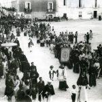 -Anni '20- Manfredonia-Piazza Duomo-Processione Festa di S.Antonio da Padova-Foto Valente-Archivio Michele Guglielmi