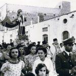 Anni-50-Festa-di-S.Antonio-da-Padova-Processione-in-via-Palatella-foto-Gino-Losciale