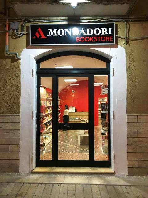 Mondadori Book Store Corso Manfredi 130 Manfredonia