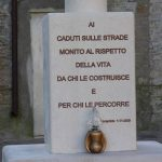 Monumento caduti della strada a Serracapriola _ la dedica_ inaugurato 1_11_2009 (ph enzo maizzi)