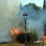incendio in villa comunale (PH ENZO MAIZZI)