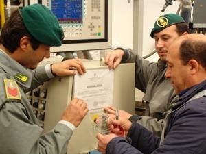 Sequestro Tuboplast da parte di personale del Nucleo Polizia Tributaria Foggia (image Stato)