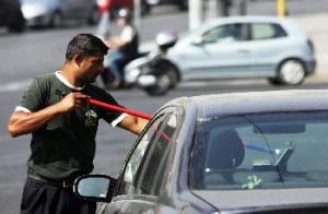 Lavavetri, minacce ad automobiista di Foggia