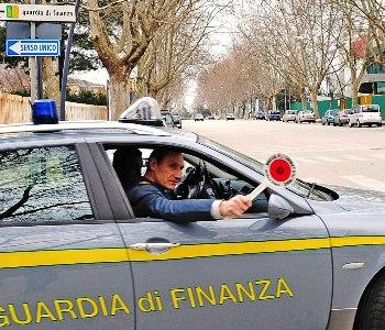 Salerno sequestri beni mobili aziende per imprenditore for Aziende produttrici di mobili