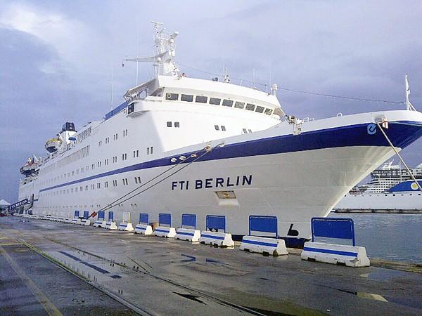 Dopo anni due navi da crociera a manfredonia stato for Cabina interna su una nave da crociera