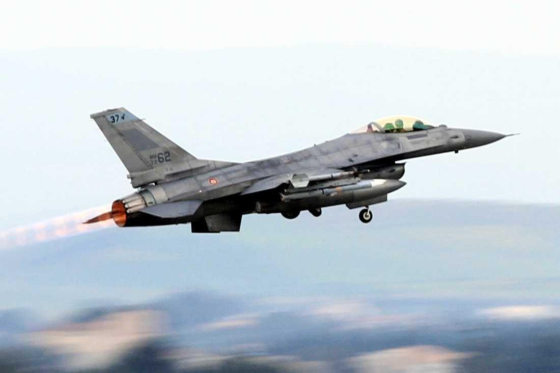Aereo Da Caccia F15 : Caccia nato in volo per intercettare aerei russi