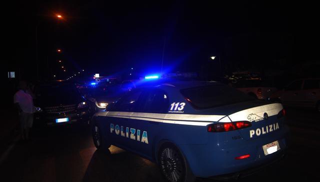 Controlli agenti Polizia in notturna (ph: archivio - http://www.panpers.tv)