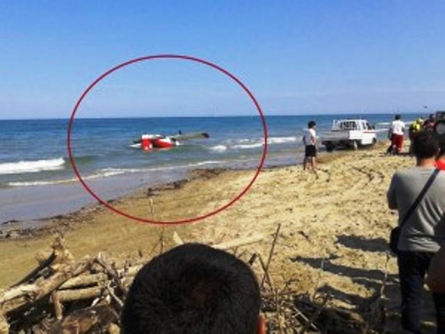 Aerei Da Caccia Ad Elica : Incidente aereo ad alba adriatica scontro fra aerei a elica