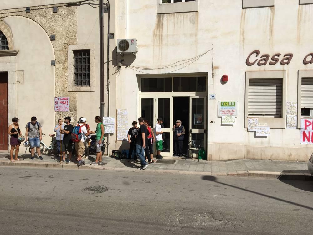 Manfredonia sciopero lavoratori casa di riposo anna for Piano casa casa di sciopero seminterrato