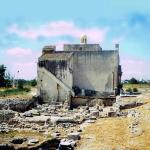 Fig 1 Santa Maria di Siponto Facciata nord-est Su questa faccia era ubicato l'ingresso originario alla chiesa e davanti era posta la torre campanile. Ingresso e torre furono distrutti dall'esplosione di una mina nel 1528
