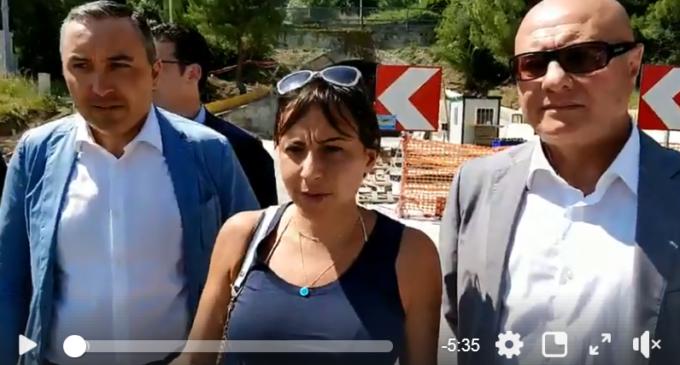 Un frame del video pubblicato stamani sulla pagina facebook della consigliera regionale del M5S, Rosa Barone