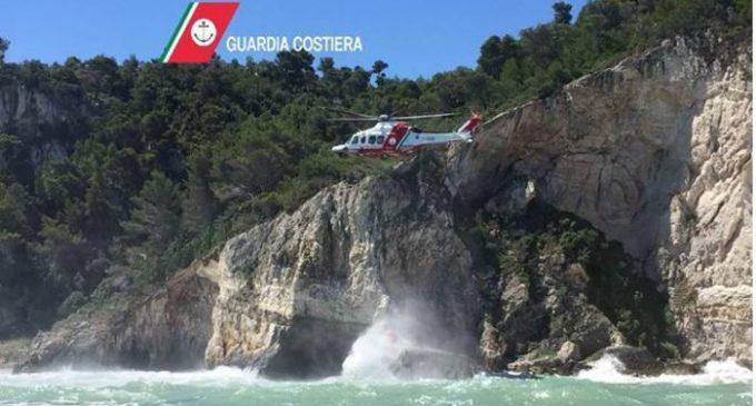 Salvataggio in mare a Peschici (immagine Ansa puglia)