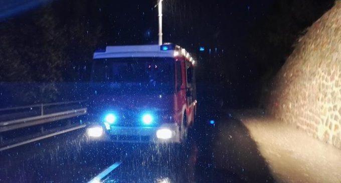 I danni causati dalla frana che si è abbattuta sulla corsia nord dell''Autostrada del Brennero, 28 ottobre 2018. ANSA/ VIGILI FUOCO ++HO - NO SALES EDITORIAL USE ONLY++